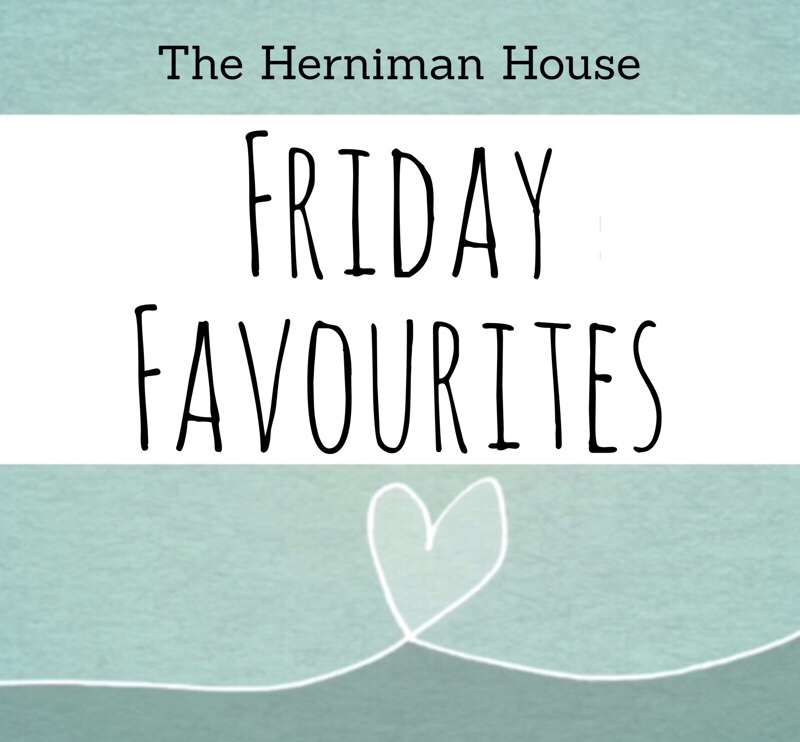 Friday Favourites – My 5 Holiday Essentials